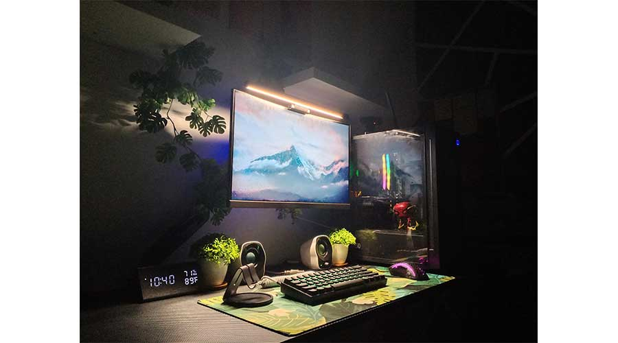 An example of a minimalist desk setup.